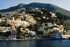 Casas em Yalos, o porto de Symi fotografia de stock royalty free