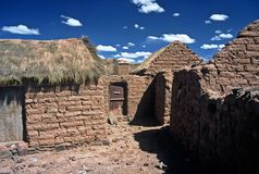 Casas en Altiplano en Bolivia, Bolivia foto de archivo