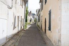 Casas en calle estrecha en pueblo viejo Imágenes de archivo libres de regalías