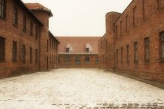 Casas en campo de concentración fotos de archivo
