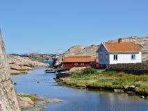 Casas en costa oeste sueca Foto de archivo libre de regalías