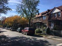 Casas en el área acogedora de Ridgewood, Nueva York Fotografía de archivo libre de regalías