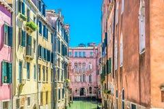Casas en el agua en Venecia Italia Foto de archivo libre de regalías