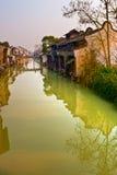 Casas en el canal en China Fotografía de archivo
