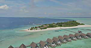 Casas en el océano del color almacen de metraje de vídeo