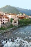 Casas en el río Fotos de archivo libres de regalías