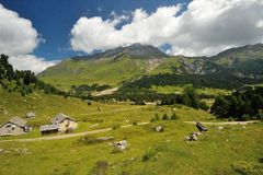 Casas en el valle de Blenio Imágenes de archivo libres de regalías