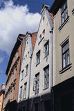 Casas en la calle del viejo centro de Riga Fotos de archivo