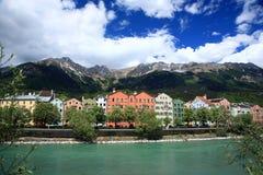 Casas en la ciudad histórica Innsbruck en el Tirol Imagen de archivo libre de regalías