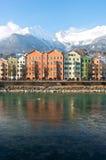 Casas en la ciudad histórica Innsbruck en el Tirol Fotografía de archivo