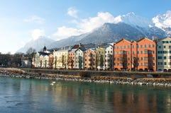 Casas en la ciudad histórica Innsbruck en el Tirol Imagenes de archivo