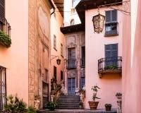 Casas en la ciudad vieja Gravedona Imagen de archivo libre de regalías