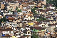 Casas en la colina de la ciudad de Bandung Foto de archivo libre de regalías
