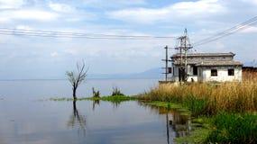 Casas en la orilla del agua Fotografía de archivo