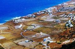 Casas en la playa en la isla del cielo de Thera Santorini Oia en Grecia Fotografía de archivo libre de regalías