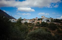 Casas en las montañas imagen de archivo libre de regalías