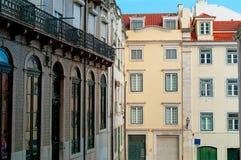 Casas en Lisboa con los tejados tejados Fotografía de archivo libre de regalías