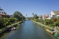 Casas en los canales de la playa de Venecia imagen de archivo