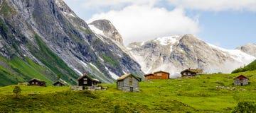 7 casas en los mountans de Noruega Imagenes de archivo