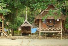 Casas en los zancos en la KOH Chang, Tailandia Fotos de archivo libres de regalías