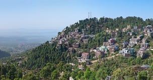 Casas en McLeodganj, Dharamshala Imagenes de archivo