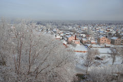 Casas en nieve en Rusia fotografía de archivo libre de regalías