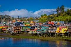 Casas en palafitos de los zancos en Castro, isla de Chiloe, Patagonia fotografía de archivo libre de regalías