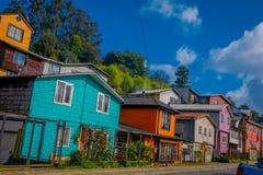Casas en palafitos de los zancos en Castro, isla de Chiloe, Patagonia imágenes de archivo libres de regalías
