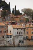Casas en Rovinj imagenes de archivo