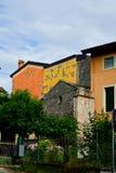 Casas en San Zeno di Montagna, Italia foto de archivo