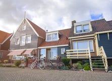 Casas en Volendam, Países Bajos Foto de archivo libre de regalías