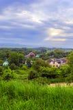 Casas entre árvores de cima de Imagem de Stock Royalty Free