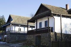 Casas etnográficas de Paloc em Holloko imagem de stock