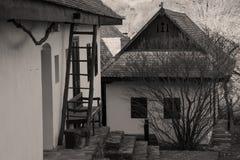 Casas etnográficas de Paloc em Holloko imagem de stock royalty free