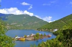 Casas flotantes del lago Foto de archivo libre de regalías