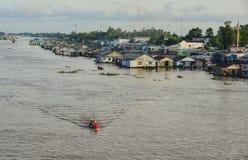 Casas flotantes en Chau doc., Vietnam fotografía de archivo libre de regalías