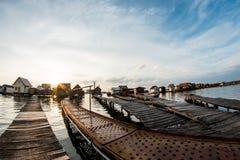 Casas flotantes en el lago Bokod Foto de archivo libre de regalías