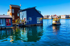 Casas flutuantes azuis Victoria Canada do táxi da água Fotografia de Stock Royalty Free