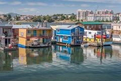 Casas flutuantes que flutuam no porto de Victoria Fotografia de Stock Royalty Free