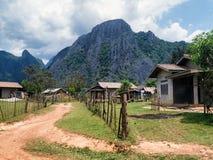 Casas fuera de Vang Vieng, Laos Foto de archivo libre de regalías