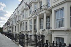 Casas georgianas del frente del estuco en Londres Fotos de archivo