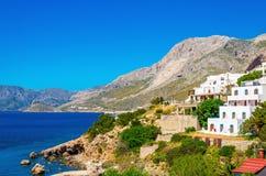 Casas griegas típicas en costa del Mar Egeo Grecia imagen de archivo libre de regalías