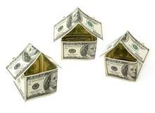 Casas hechas de cientos notas del dólar Imagenes de archivo