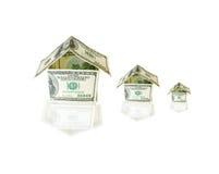 Casas hechas de cuentas de dólar Foto de archivo