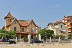 Casas hermosas en el ` Estrac, España de Caldes d Imagenes de archivo