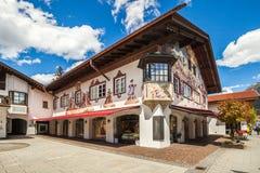 Casas hermosas en Garmisch-Partenkirchen en Alemania Fotos de archivo libres de regalías