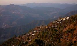 Casas Himalayan del pueblo de la colina de la India Imagen de archivo