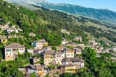 Casas históricas de Ottoman en Gjirokaster, Albania imagenes de archivo