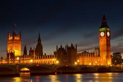Casas iluminadas del parlamento Imágenes de archivo libres de regalías