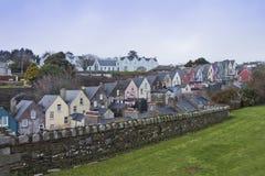 Casas irlandesas em Cobh, cortiça do condado, Ireland. Foto de Stock Royalty Free
